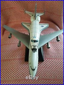 B-747 NASA Shuttle Carrier Aircraft Desktop Dry Wood model 1/200