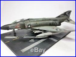 F-4J Phantom II + Aircraft carrier Deck set on 148 gebaut und gemalt
